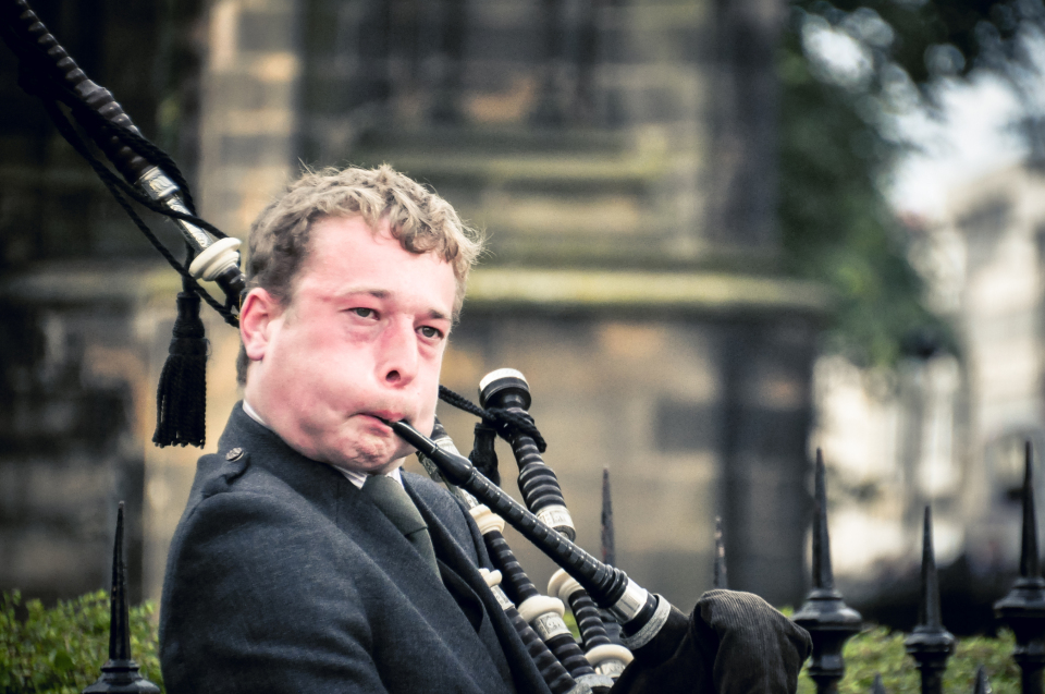 http://humanstories.photography/wp-content/uploads/2014/11/Bagpiper-001-e1417817686249-960x637_c.jpg