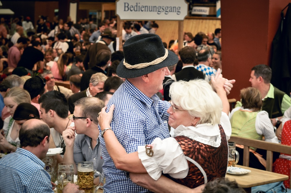 http://humanstories.photography/wp-content/uploads/2014/12/oktoberfest-004-copy-2-960x637_c.jpg